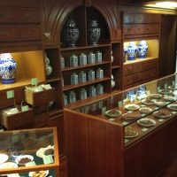 This is an old-styled herbal dispensary preserved at the Hong Kong Museum of Medical Science. It looks very classy.